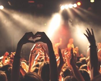 Descubra as 20 músicas mais tocadas no Brasil em 2016