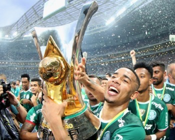 Os 10 maiores campeões da história do Futebol Brasileiro