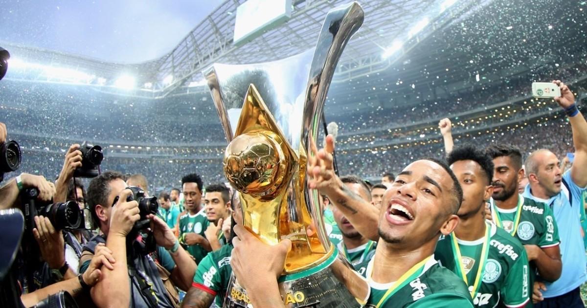 Os 10 maiores campeões da história do Futebol Brasileiro - Maiores e  Melhores 48ceba914bd54