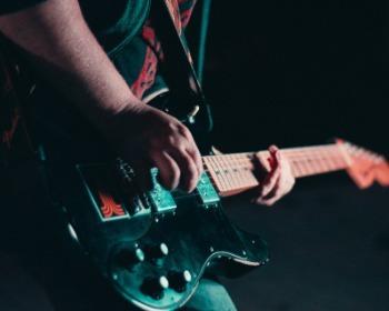 Os 22 melhores guitarristas do mundo, segundo os fãs
