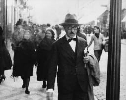 12 poemas fundamentais de Fernando Pessoa e seus heterônimos