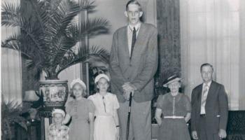 Calçados só sob encomenda: quem são os homens mais altos do mundo?