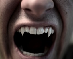 As 15 melhores séries de vampiros para se sentir em plena Transilvânia
